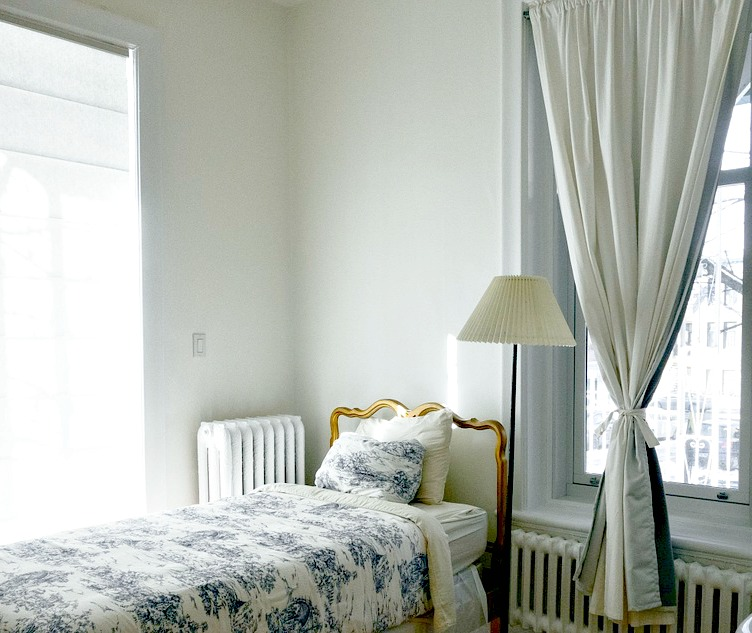 3 astuces pour bien choisir ses rideaux for Rideau occultant chambre