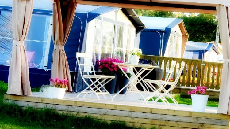 je veux une voile d 39 ombrage design. Black Bedroom Furniture Sets. Home Design Ideas